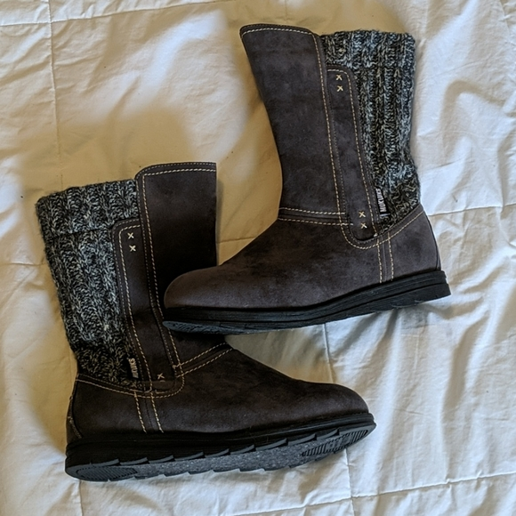 Structured Muk luk Boots